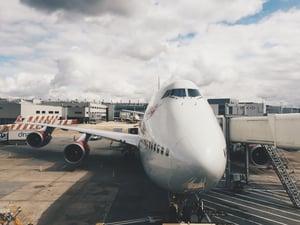 airplane-926650_1920