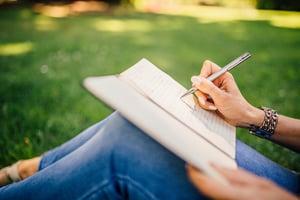 fashion-woman-notebook-pen-34072