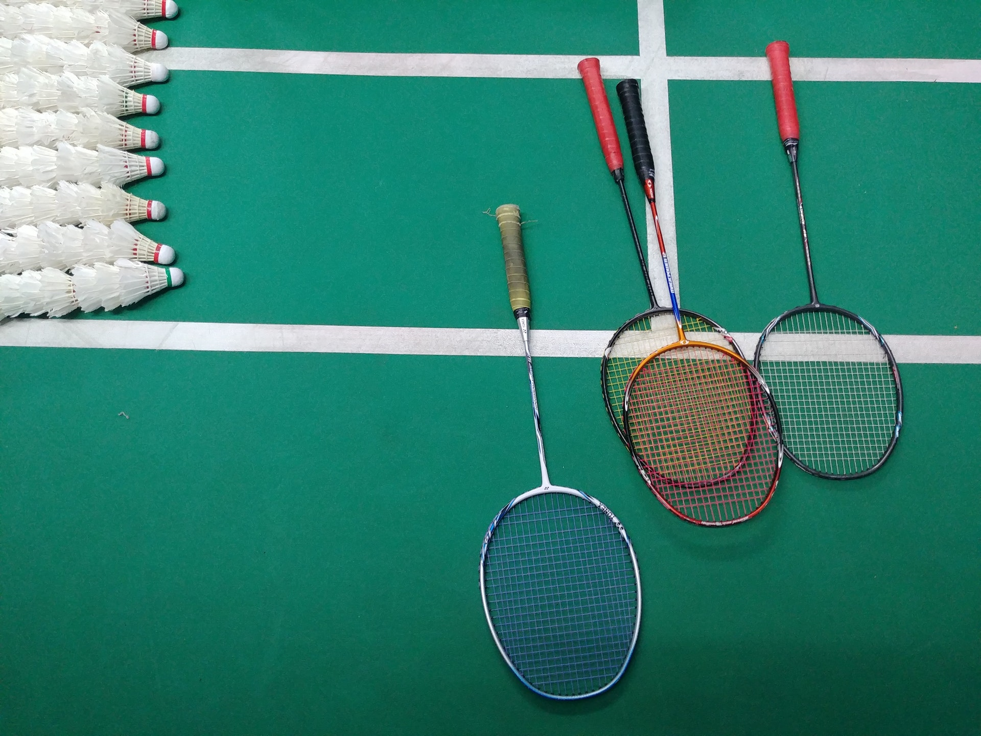 green-and-white-court-with-badminton-rackets-3660204