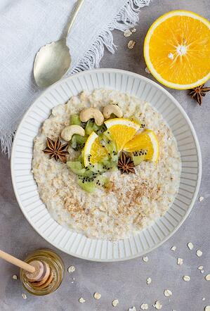 high fiber breakfast bowl with oatmeal and fruit