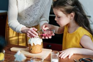 baking with child decorating